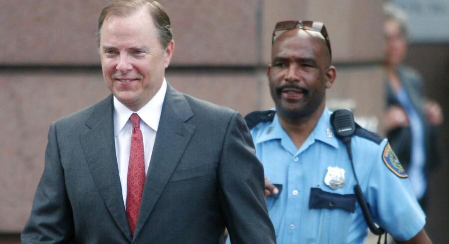 Her ses Jeff Skilling til retssagen i Houston i 2006. Kort tid efter blev hans nye hjem et fængsel. Dommen lød på 24 år i sagen om Enrons kollaps, der skabte et ramaskrig i USA.