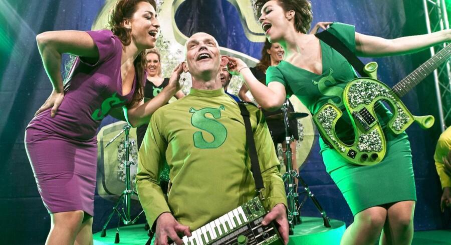 Filmsuccesen Shrek bliver sat op som musical i Forum. Her ses Szhirley (tv) og Maria Lucia (th) og i midten Niels Olsen som Shrek.
