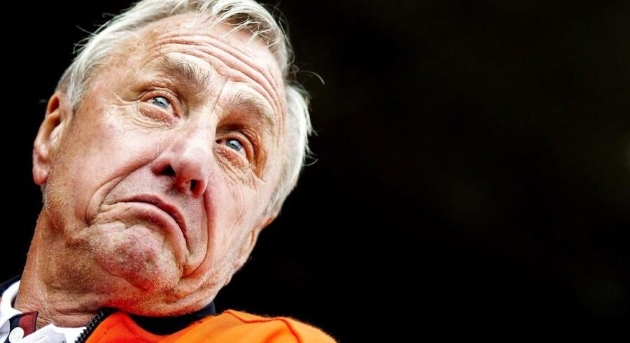 Johan Cruyff har forladt sin stilling som rådgiver hos Ajax Amsterdam.