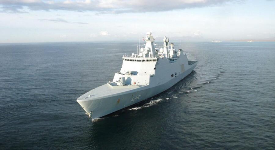 Besætningen på det danske militærskib Absalon har befriet 12 gidsler og fanget 16 formodede gidseltagere fra moderskib. Arkivfoto.