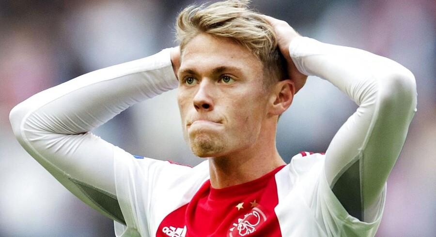 Viktor Fischer ærgrer sig i Ajax-trøjen.