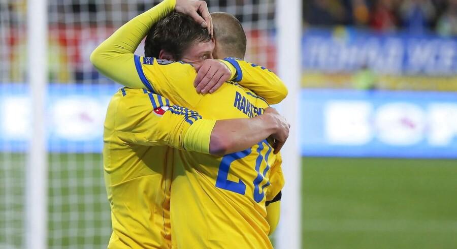 Yevhen Selezhnyov (tv) har her scoret til slutresultatet 2-0 til Ukraine over Slovenien.