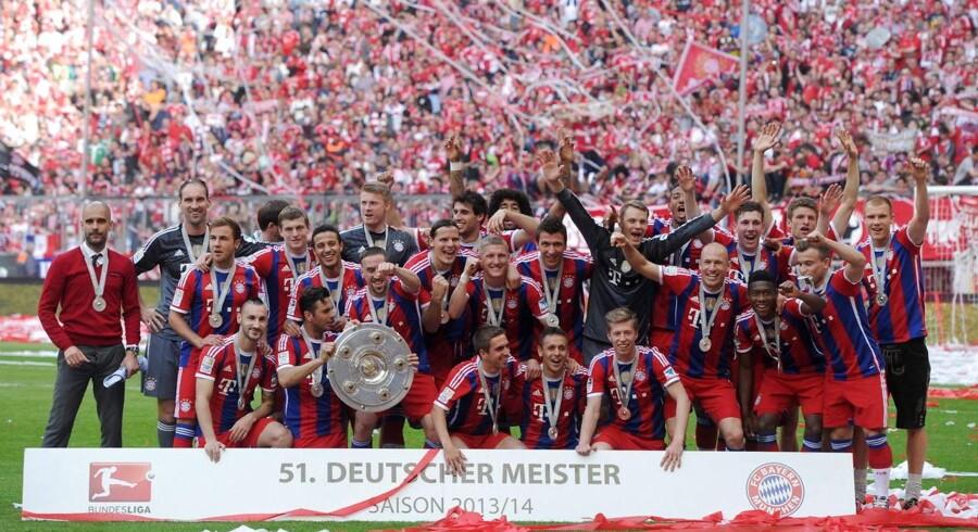 Josep Guardiola (tv) ses her efter mesterskabet til Bayern München i 2014. Peter Schmeichel ønsker ikke Bayern-træneren som manager i Manchester United.