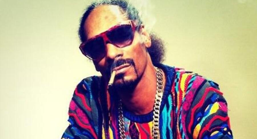 Rapperen Snoop Dogg udgiver en sangbog på jointpapir