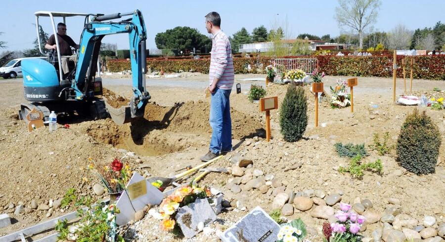 Det var meningen, at den dræbte skulle begraves her i det muslimske hjørne af en kirkegård i en forstad til Toulouse, men det mente borgmesteren var upassende.