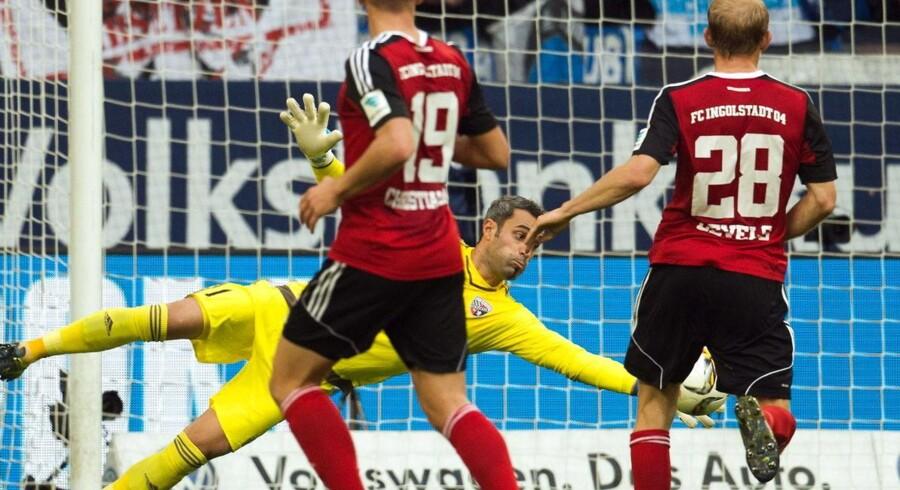 Ingolstadts målmand Ramazan Ozcan er en sikker sidste skanse i opgøret ude mod Pierre-Emile Højbjerg og Schalke 04 må nøjes med 1-1 hjemme mod oprykkerne.