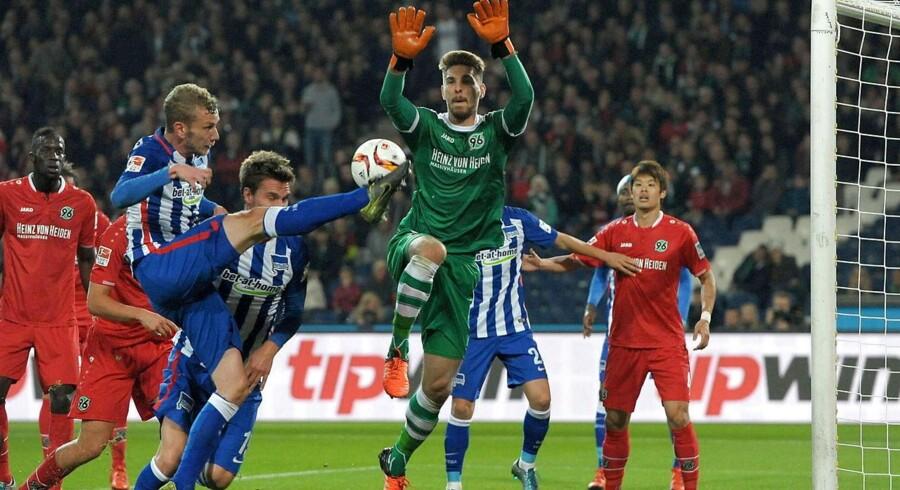 Hannover 96 med Leon Andreasen og Uffe Bech tabte fredag hjemme til Hertha BSC Berlin (blå bukser).