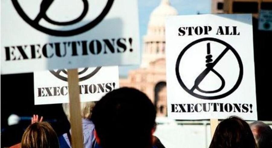 Deomonstration mod dødsstraf i USA. I den vestlige verden er Hviderusland og USA de eneste lande, hvor dødsstraffen ikke er afskaffet. Det anbringer USA i selskab med blandt andet lande som Iran, Kina og Nordkorea, der hvert år henretter mange. Arkivfoto: Scanpix