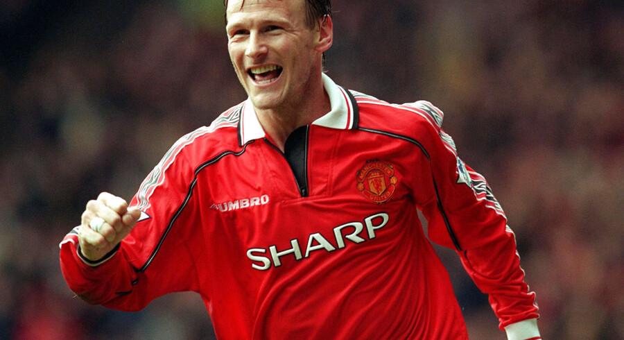 Teddy Sheringham spillede senest for Colchester United, hvor han indstillede karrieren som 42-årig. Her ses han fejre en scoring i Manchester United-trøjen i 1999.