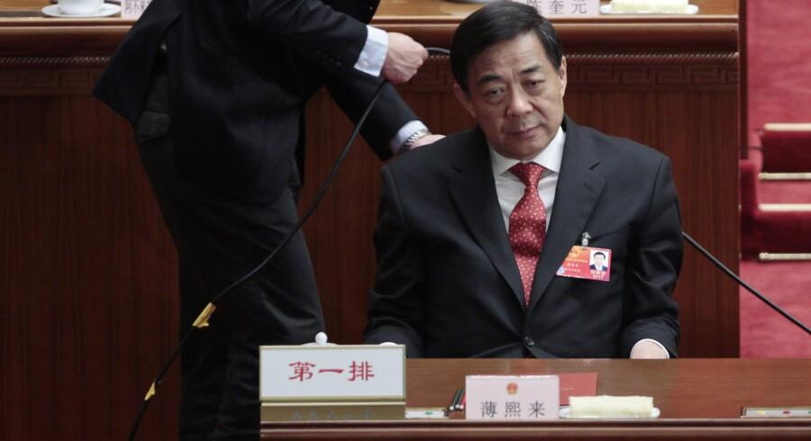 Indtil for nylig stod Bo Xilai til at blive en del af det kinesiske magtapparats absolutte inderkreds, når kommunistpartiet til efteråret skifter ud i toppen. Men i sidste uge blev den ambitiøse Chongqing-bykonge fyret i kølvandet på en skandale, hvor hans højre hånd, hjembyens politichef Wang Lijun, angiveligt forsøgte at flygte til USA.