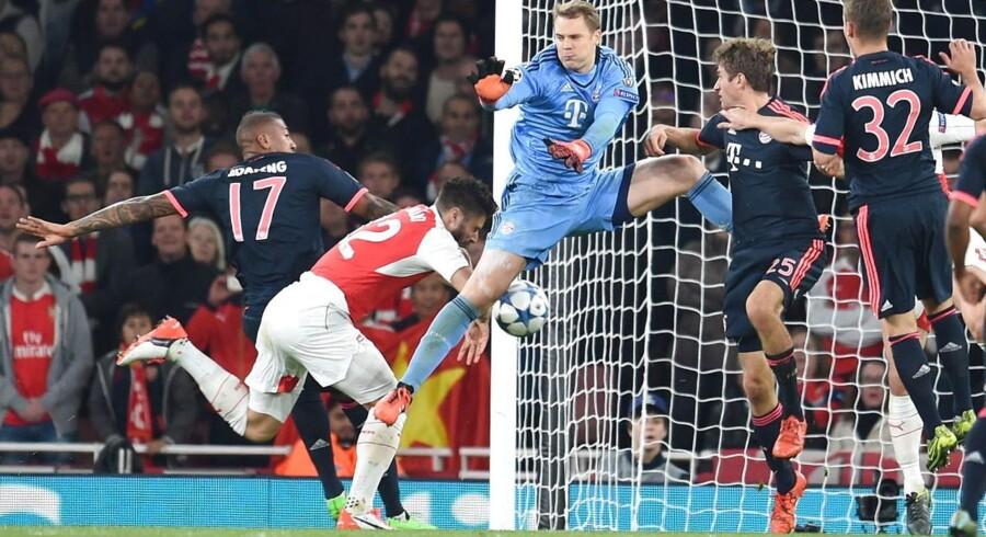 Olivier Giroud brugte måske lidt til hjælp, da han fik bolden over stregen til 1-0 mod Bayern München, men scoringen blev godkendt, og Arsenal endte med at vinde kampen.