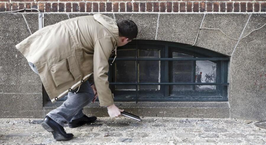 Et våbenlager er fundet i en kælder på Forbindelsesvej på Østerbro.