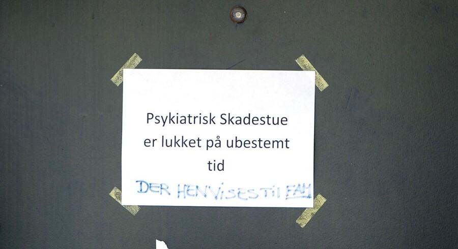 Psykiatrisk Skadestue på Odense Universitets Hospital (OUH) er lukket efter at en psykisk syg patient angreb tre ansatte med kniv.