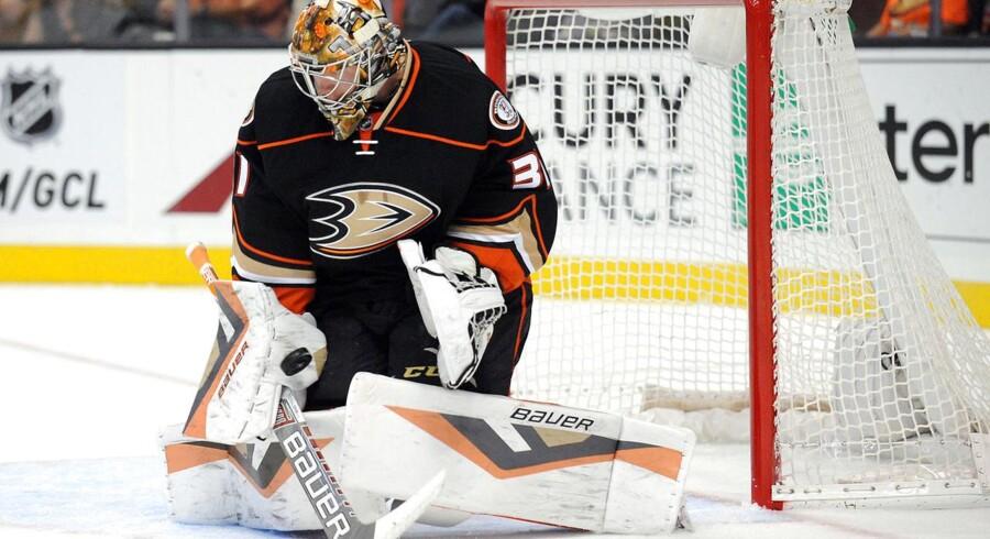 Frederik Andersen forsvarer målet for sin klub Anaheim Ducks.