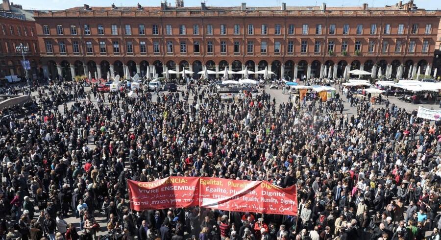 Hundredevis samledes fredag i Toulouse for at mindes de syv ofre for terroristen Mohamed Merah.