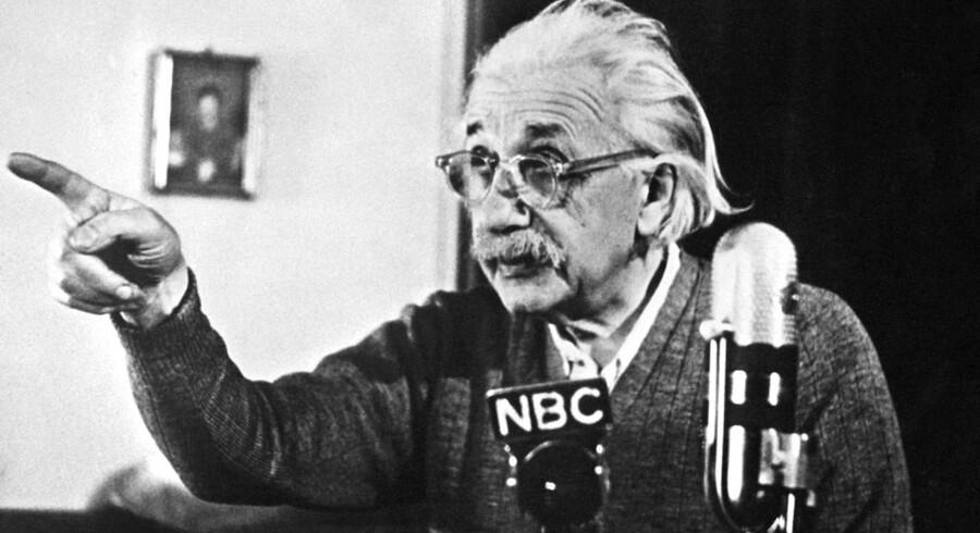 Nu kan helt almindelige mennesker klikke sig lidt nærmere Einsteins private og videnskabelige tanker.
