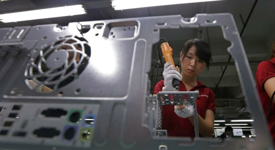 Fabrikanten af blandt andet Apple produkter, Foxconn, laver ansættelsesstop samtidig med at Kina sætter produktionen af iPhone 5 ned.