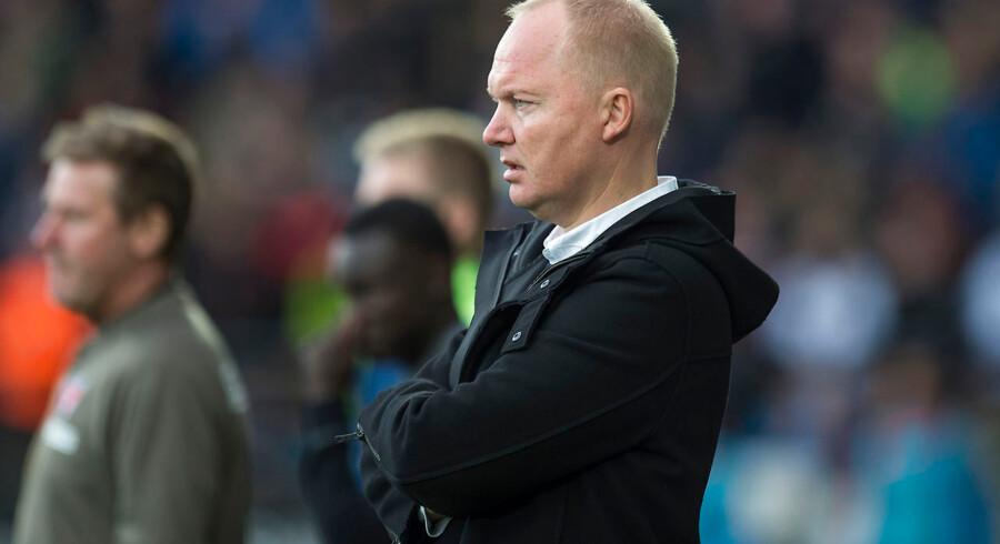 ARKIVFOTO. FC Midtjylland skal have ny cheftræner, efter at Glen Riddersholm overraskende har sagt sin stilling op. (se Ritzau historie 251842) Superliga Fodbold 25.05.2015 - FC Midtjylland - Brøndby Glen Riddersholm træner FCM