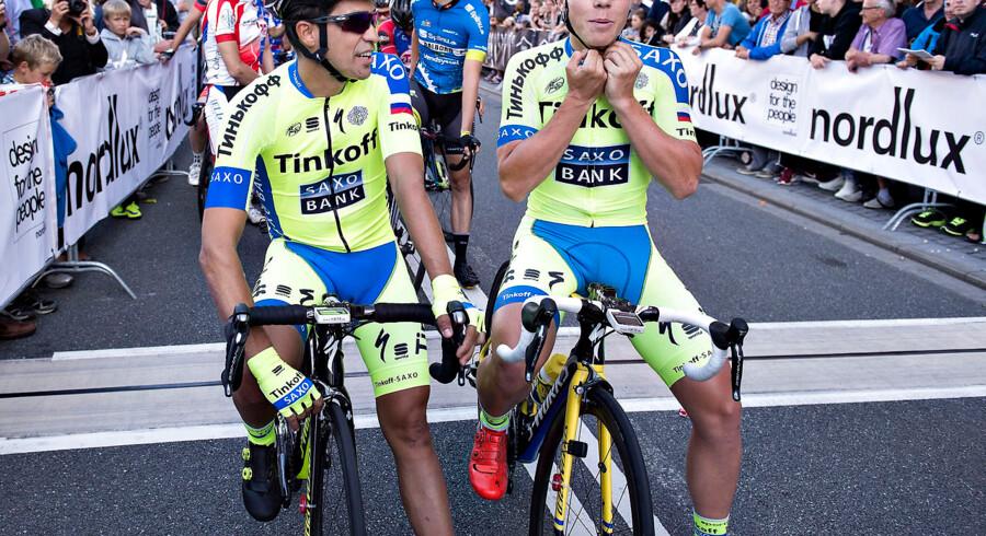 Ryttere blev tilbudt penge for at lade Alberto Contador vinde i det aalborgensiske gadeløb i august i år. Her ses Team Tinko-Saxos Contador (tv.) sammen med holdkammerat og vinder af løbet i Aalborg, Michael Valgren (th.).