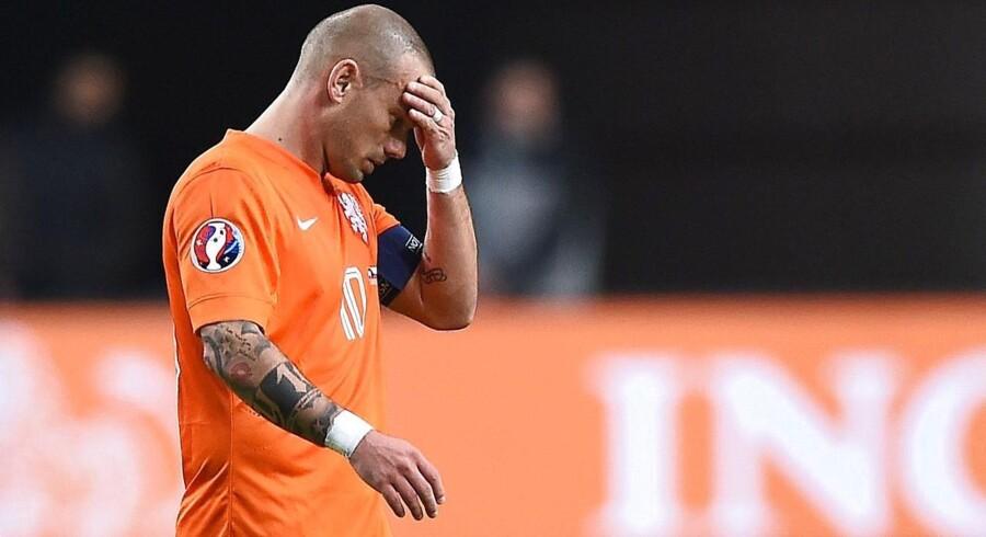 Wesley Sneijder græmmer sig efter kampen mod Tjekkiet.