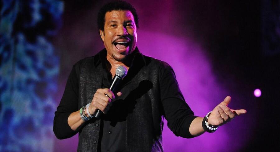 """Han er kendt fra hitballader som """"Hello"""" og """"Say You, Say Me"""", og mon ikke de også er på repertoiret, når Lionel Richie giver koncert i Horsens til december. Her ses han under en koncert i Rabat sidste år."""