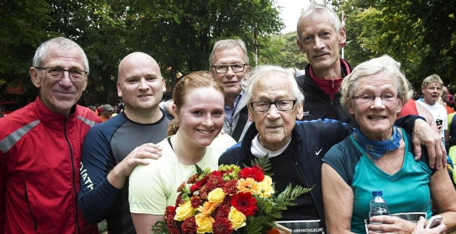 Vilhelm Schomacker fik blomster og blev modtaget af en stolt familie i målet.