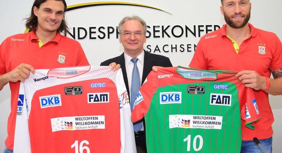 Jannick Green (til venstre i billedet) med Magdeburg-trøjen