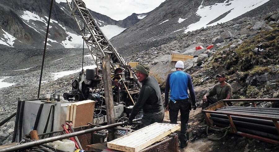 Formanden for Grønlands Økonomiske Råd, professor Torben M. Andersen, advarer om risikoen for, at gigantiske mineprojekter i Grønland bliver skrinlagt, hvis ikke de udenlandske entreprenører snart får klarhed over rammevilkårene.