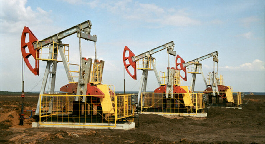 Iran frygtes at ville ramme Israels støtter i Vesten. Iran kontrollerer det vigtige Hormuz-stræde, som olietankerne passerer igennem.