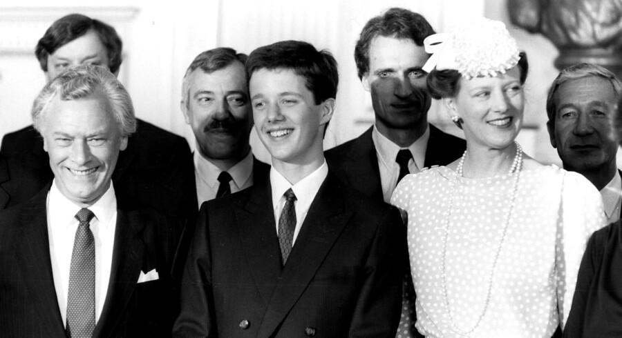 Daværende statsminister Poul Schlüter, som her ses med nogle af sine borgerlige regeringskolleger ved kronprinsens optagelse i Statsrådet i 1986, sagde i sin tid, at »90 procent af danskerne er konservative, de ved det bare ikke«. – Selvom Det Konservative Folkeparti har de dårligste tal nogensinde, viser den seneste meningsmåling massivt borgerligt flertal.