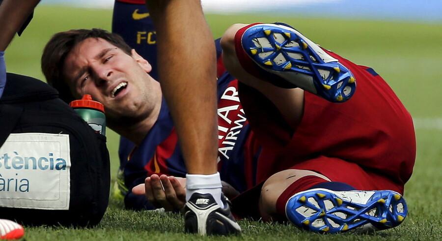 Lionel Messi er ude i syv-otte uger med en knæskade.