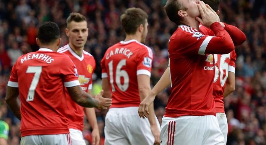 Wayne Rooney (th) jubler efter han endelig har brudt sin måltørke.