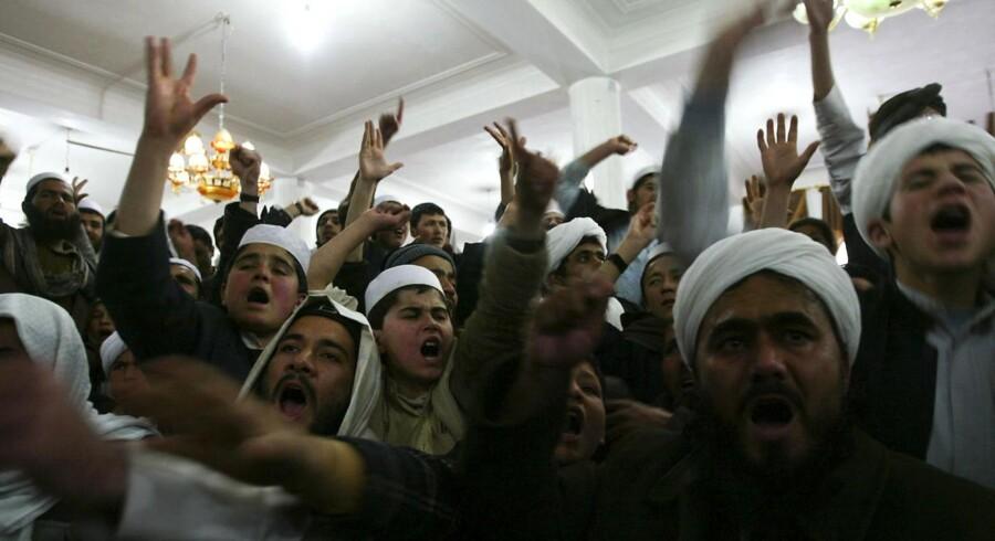 Afghanere protesterer mod amerikanske soldaters afbrænding af koranen, som er blevet fordømt af USAs præsident.