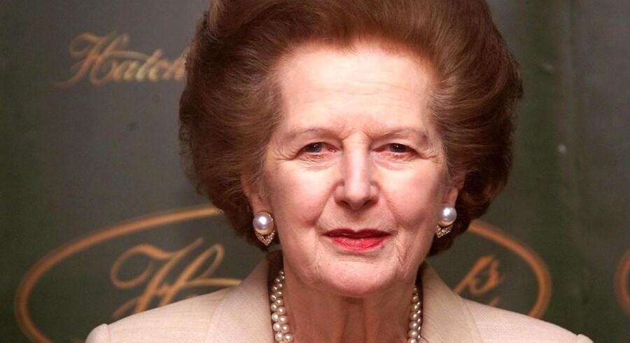 Strobritanniens forhenværende premierminister Margaret Thatcher under signering af sin bog ´Statecraft ´ i 2002.