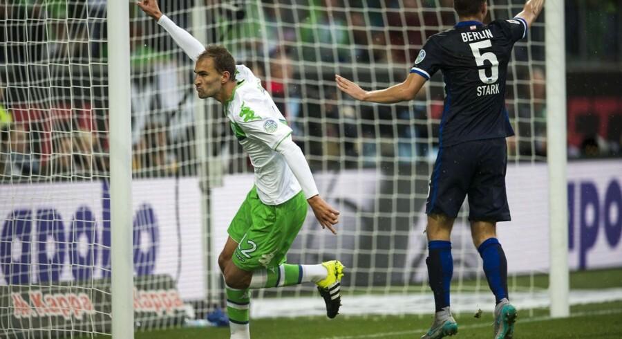 Bas Dost fejrer at have scoret til 1-0 for VfL Wolfsburg mod Hertha BSC Berlin. Nicklas Bendtner spillede de første 70 minutter, inden han blev erstattet af netop Bas Dost, der lavede begge Wolfsburgs mål i sejren på 2-0.