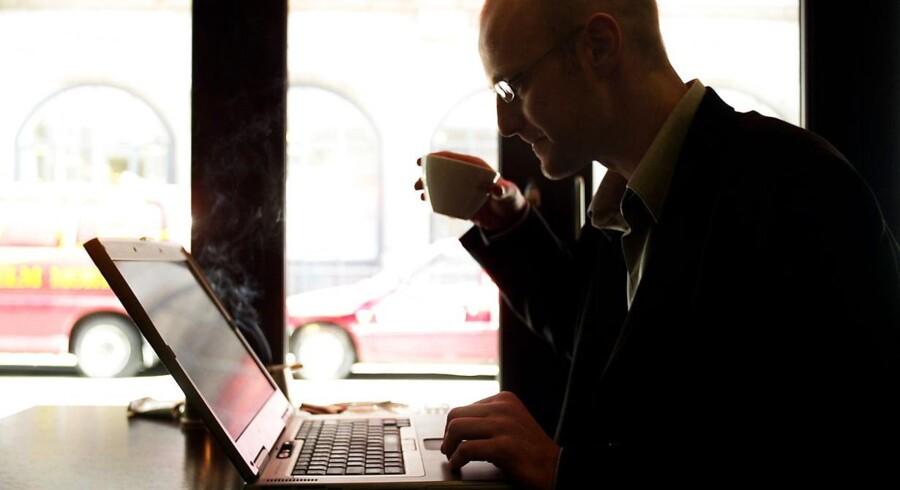 Alle nye trådløse routere skal nu leveres med kryptering. Det skal forhindre piratkopiering.
