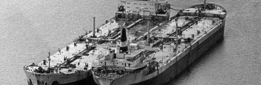 Under oliekrisen i 1970erne så  Maersk sig nødsaget til at lægge tankskibe op. Nu er turen kommet til nogle af containerskibene.