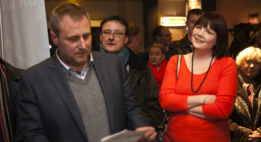 Kandidaterne Marie Stærke, borgmester i Køge, og Thomas Kielgast efter afstemningen, som Stærke vandt.
