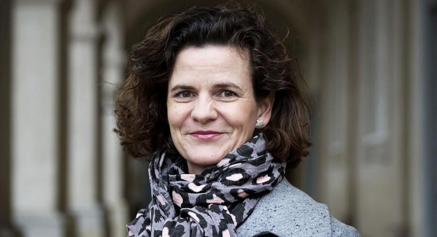 - Når hun kommer med sådan et forslag, kunne jeg godt få lyst til at gemme Camilla Hersom (på billedet) væk bag et forhæng, siger Ditte Søndergaard fra Radikal Ungdom.