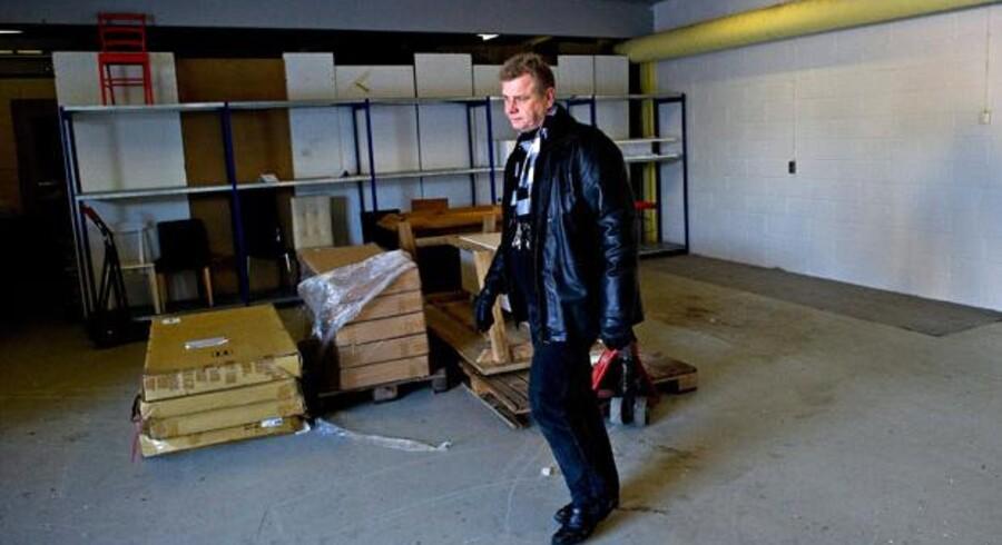 En af årsagerne til, at Peter Egund Biehl har fået afslag på dagpenge, er , han har trukket momsen fra på renoveringen af denne lagerhal. Skat skal derfor have 100.000 kr. tilbage. Han har derfor forgæves prøvet at sælge bygningen.