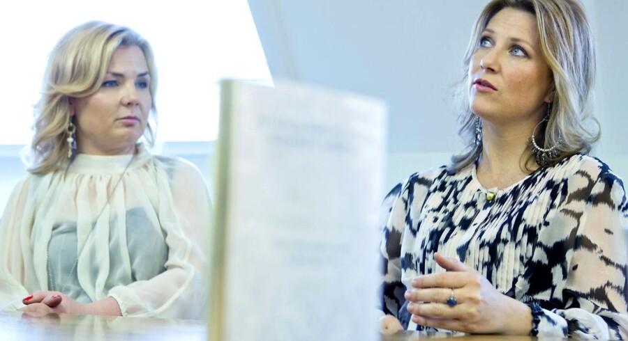 """PrinsesseMärtha Louise (th) og Elisabeth Nordeng ved præsentationen af deres bog """"Englenes Hemmeligheter"""". Norsk professor beder om en englefjer til DNA-test."""