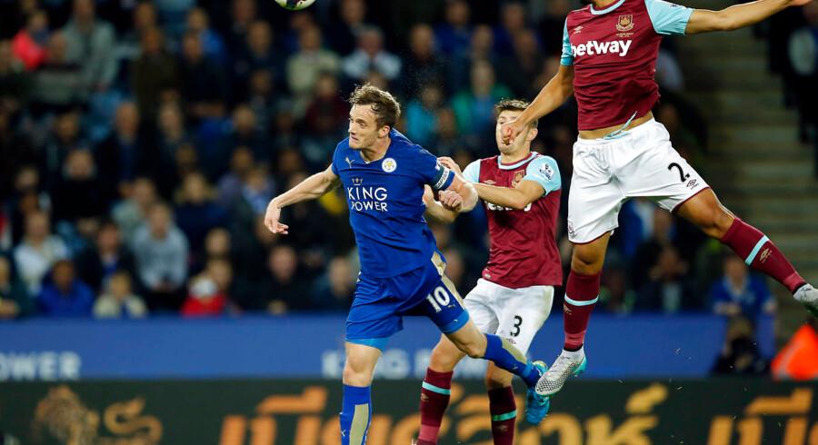 Andy King (im) scorer her sejrsmålet for Leicester City mod West Ham United i Capital One Cup.