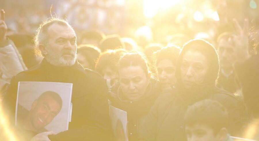 I København, Odense, Aarhus og sågar Istanbul samles demonstranter for at ære afdøde Cem Aydin og støtte kampen mod meningsløs vold.
