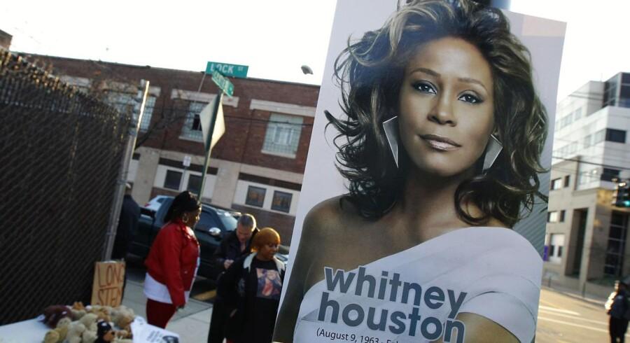 Whitney Houston mindes overalt i området omkring kirken New Hope Baptist i Newark, New York.