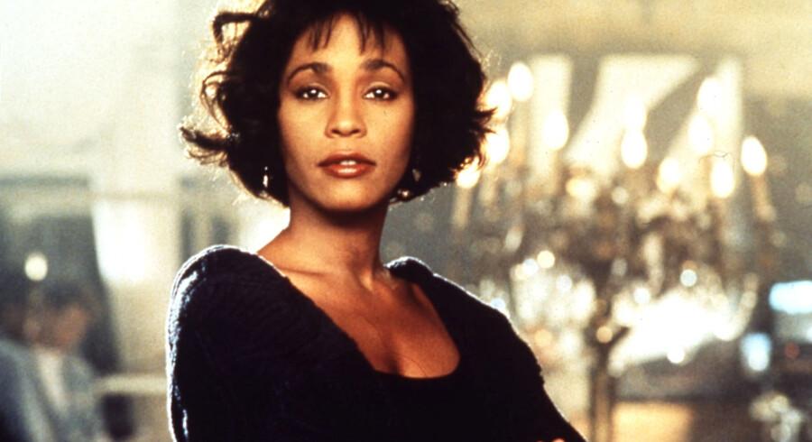 """Popdivaen var på sit højeste i 1992, hvor filmen """"The Bodyguard"""" (foto) med Whitney Houston og Kevin Costner i hovedrollerne hittede."""