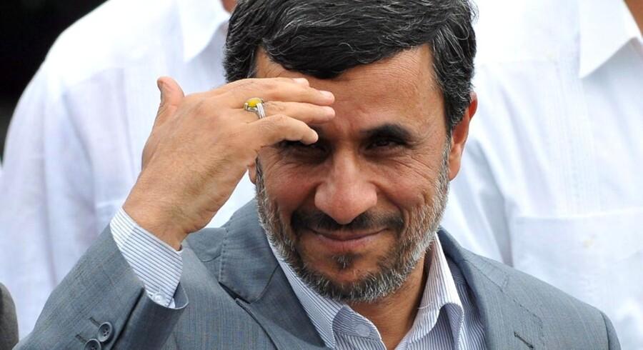 Mahmoud Ahmadinejad, siger lørdag, at Iran snart vil afsløre »store resultater«