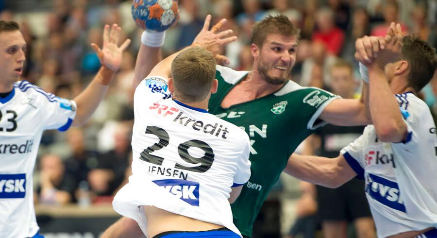 Der var hård fight i topkampen mellem Skjern og BSV.