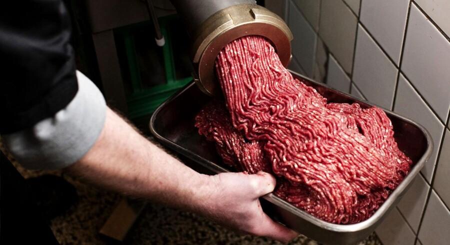 Dette skal være oksekød. Men somme tider sniger der sig noget svinekød med i kødhakkeren.