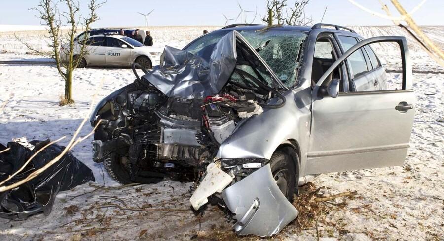 Biljagten sluttede, da den efterlyste Kristian Heilmann med høj fart bragede frontalt ind i et træ nær Øster Bjerregrav ved Randers.