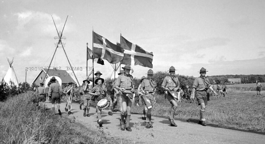 Der var engang... hvor det var populært at være spejder. Sådan er det ikke mere. Billedet her er fra spejdernes jubilæumslejr ved Ahl, Ebeltoft, 3. juli i 1959, hvor man markerede starten af Det Danske Spejderkorps 50 år tidligere.